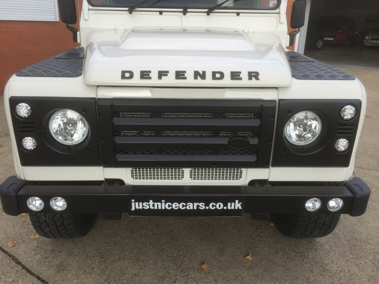 Land Rover Defender DEFENDER 110 2.4  TDCI STATIONWAGON Estate Diesel Alaska White