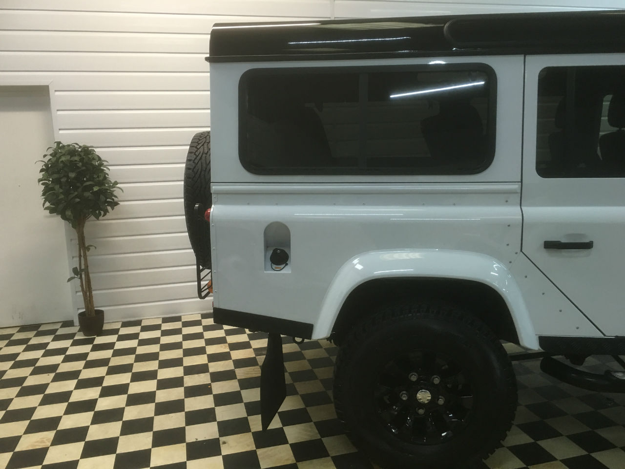 Land Rover Defender XS Station Wagon 2.2 TDCi 7 Seater Four Wheel Drive Diesel Fuji White