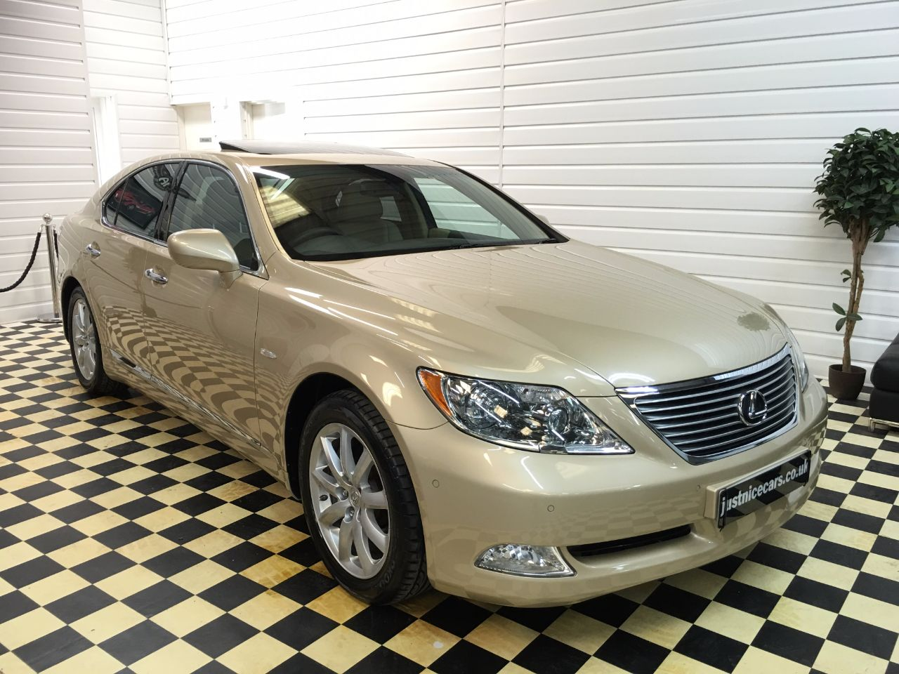 Lexus LS 460 4.6 V8 SE 4dr Automatic Saloon Petrol Amberley Gold Pearl