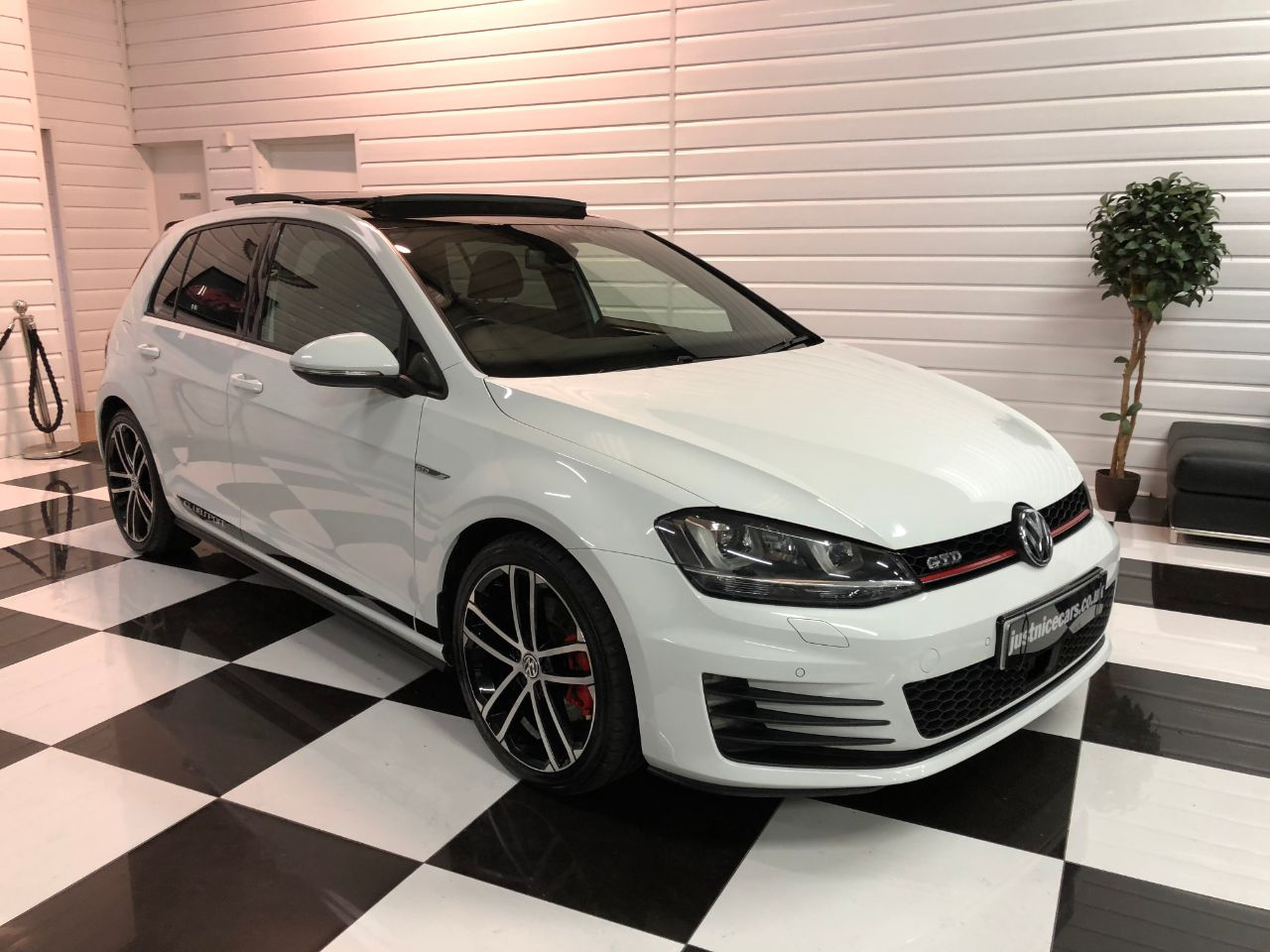 Volkswagen Golf 2.0 TDI GTD 5dr DSG Auto PAN ROOF~HEATED SEATS~SAT NAV~ Hatchback Diesel Candy White