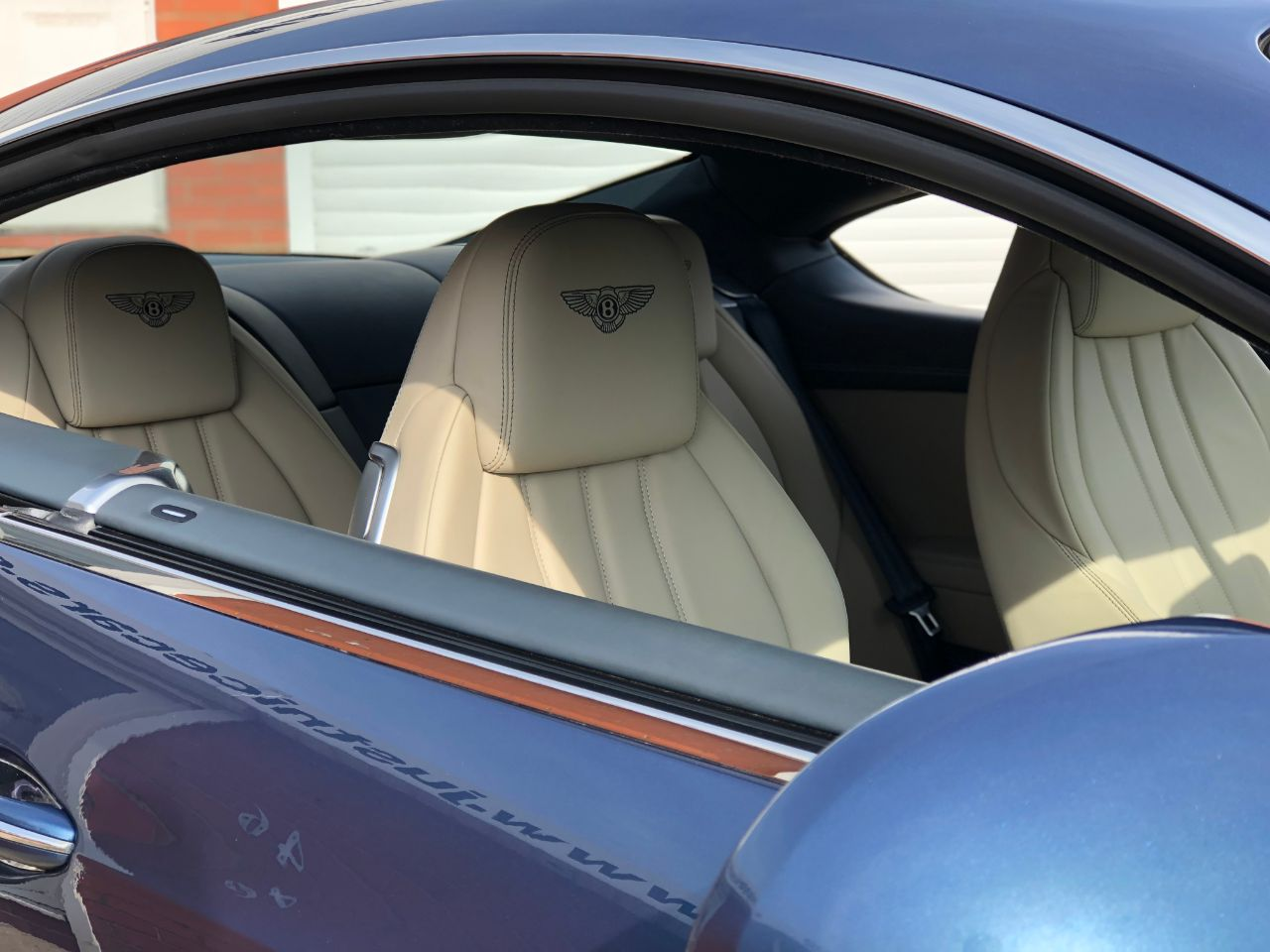 Bentley Continental GT 4.0 V8 2dr Auto 500BHP Coupe Petrol Crystal Blue Metallic